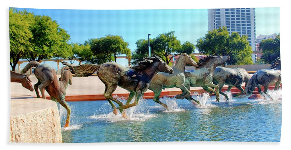 Sculptures Hand Towel featuring the photograph Los Colinas Mustangs 14698 by Guy Whiteley