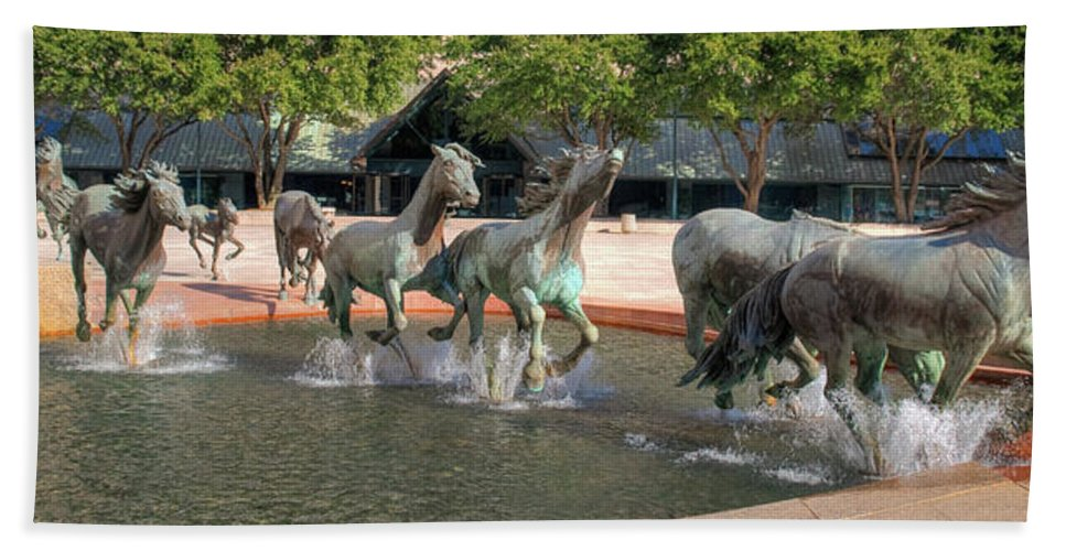 Sculptures Hand Towel featuring the photograph Los Colinas Mustangs 14707 by Guy Whiteley