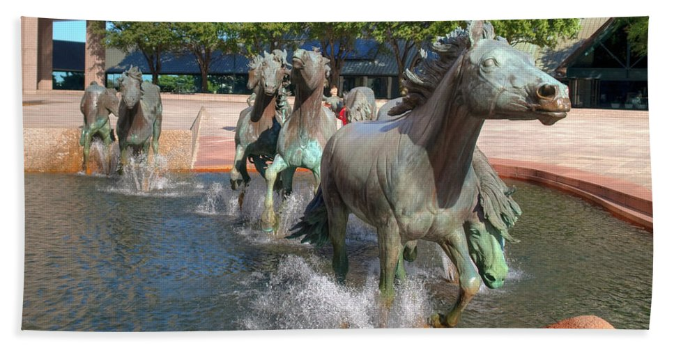 Sculptures Hand Towel featuring the photograph Los Colinas Mustangs 14710 by Guy Whiteley