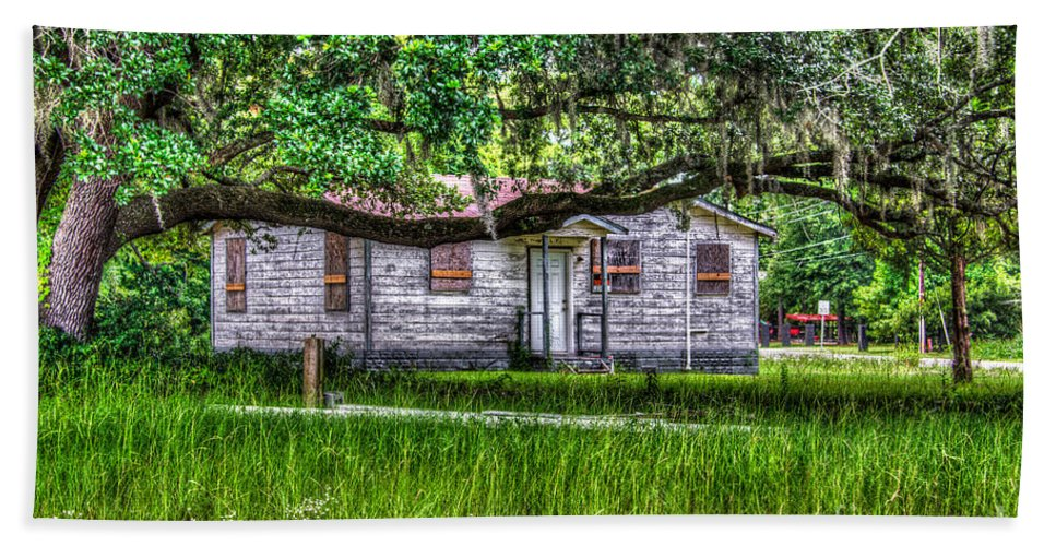 Shack Bath Sheet featuring the photograph Lowcountry Heritage by Dale Powell