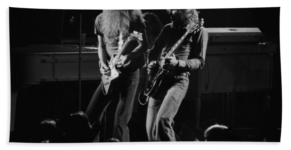 Allen Collins Hand Towel featuring the photograph Ls Spo #5 by Ben Upham