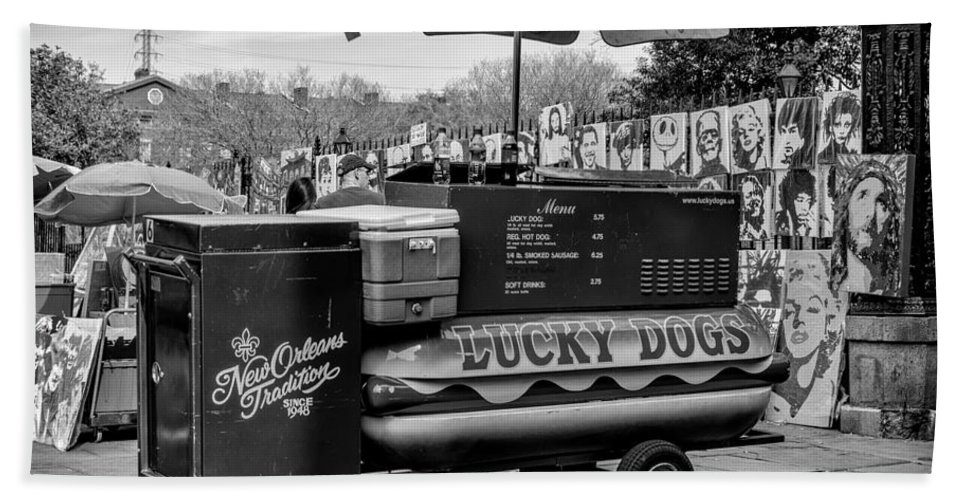 French Quarter Hand Towel featuring the photograph Lucky Dogs In Jackson Square Nola Bw by Kathleen K Parker