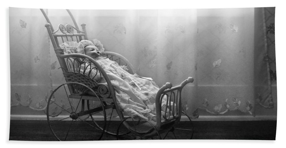 Bess Streeter Aldrich Bath Towel featuring the photograph Lullaby by Nikolyn McDonald