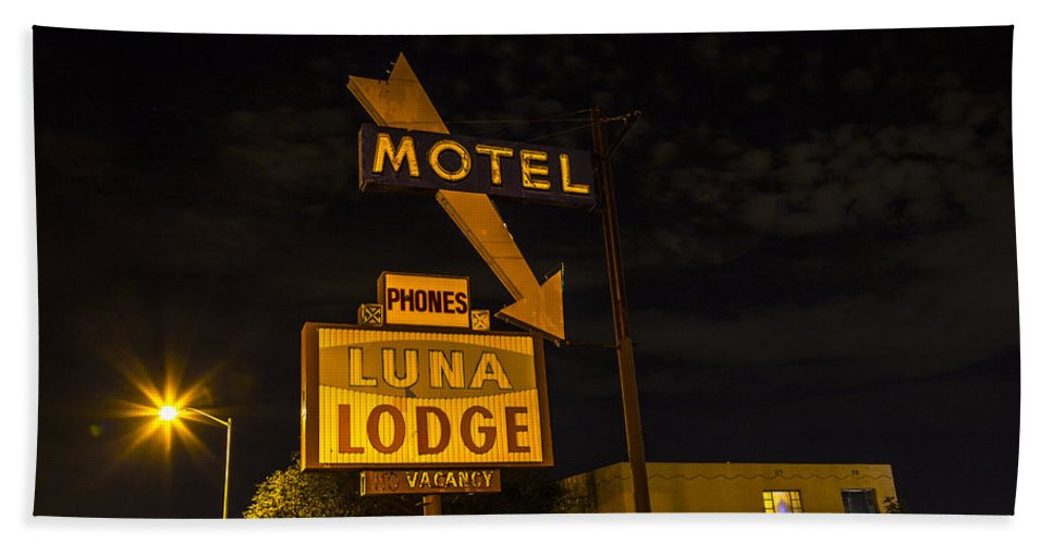 Route 66 Hand Towel featuring the photograph Luna Lodge Night by Angus Hooper Iii