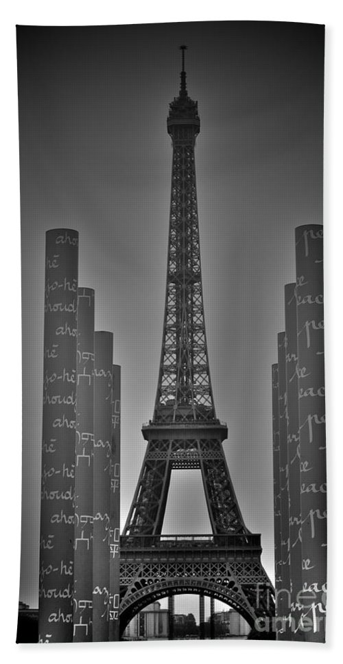 Paris Hand Towel featuring the photograph Ma Tour by Donato Iannuzzi
