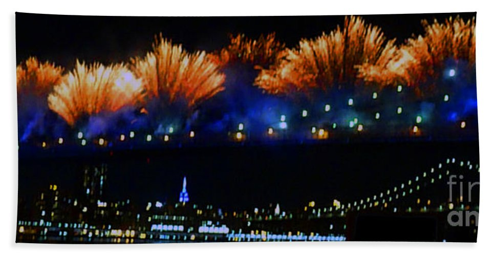 Brooklyn Bridge Hand Towel featuring the photograph Macy's 2014 Fireworks by Kendall Eutemey