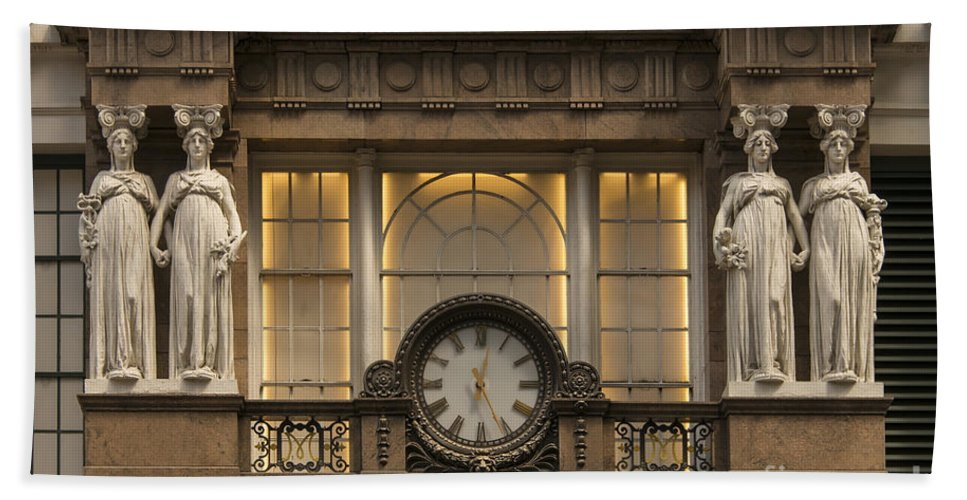 Macy's Department Store Building New York City Buildings Architecture Structure Structures Odds And Ends Statue Statues Sculpture Sculptures Bath Sheet featuring the photograph Macy's Clock by Bob Phillips