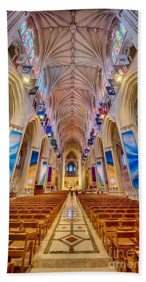 Washington Hand Towel featuring the photograph Magnificent Cathedral II by Ray Warren