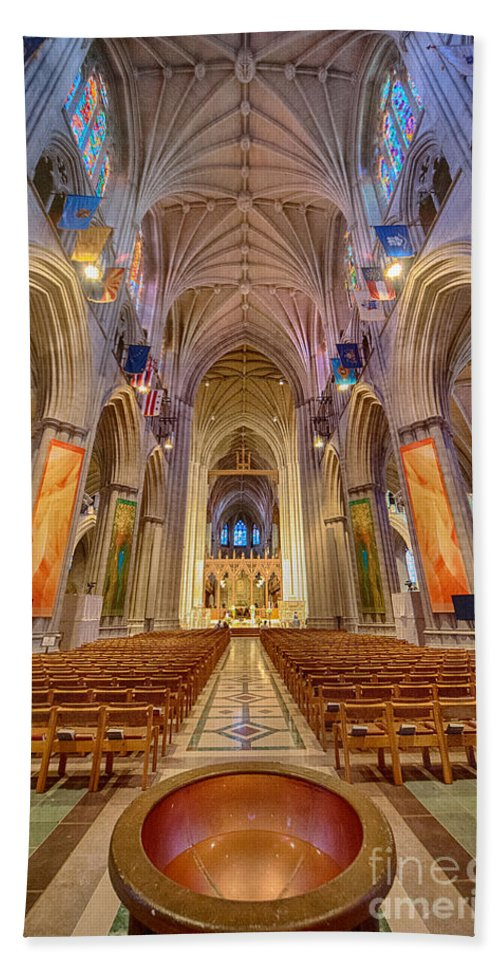Washington Hand Towel featuring the photograph Magnificent Cathedral V by Ray Warren
