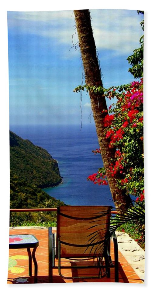 Seascapes Bath Towel featuring the photograph Magnificent Ladera by Karen Wiles
