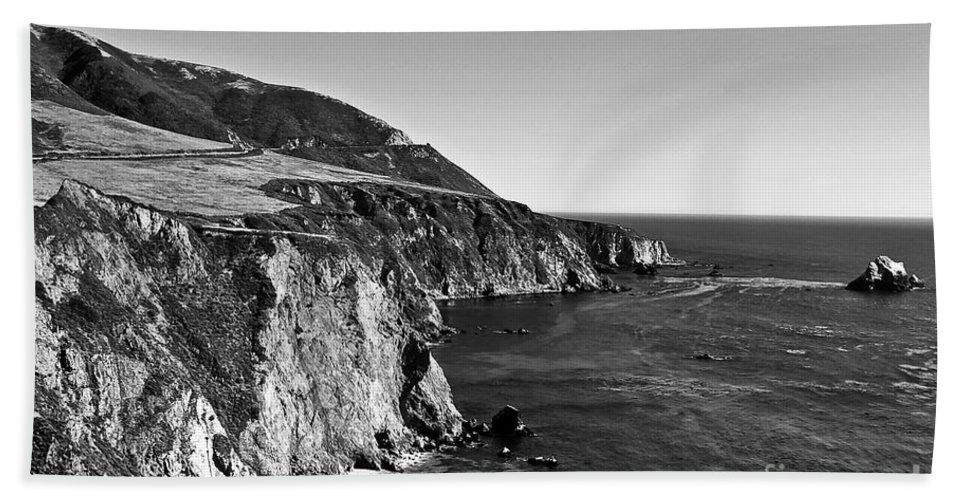 Black&white Hand Towel featuring the photograph Majestic Coast by Scott Pellegrin