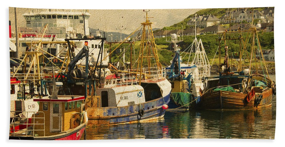 Trawler Hand Towel featuring the photograph Mallaig Harbourside by Rob Hawkins
