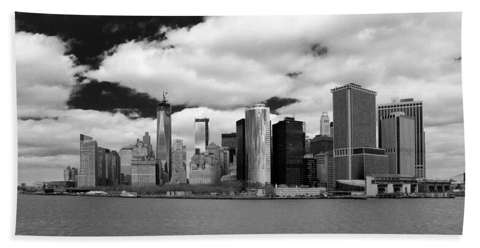 Guy Whiteley Photography Hand Towel featuring the photograph Manhattan 10450 by Guy Whiteley