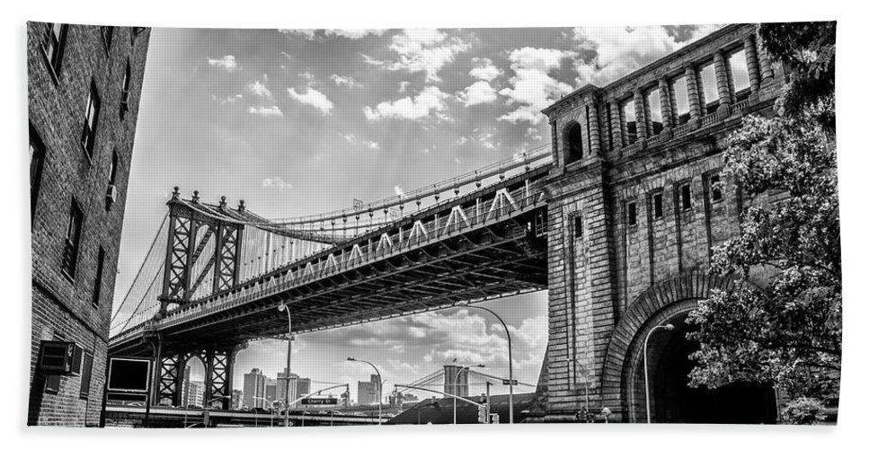 Manhattan Hand Towel featuring the photograph Manhattan Bridge - Pike And Cherry Streets by Bill Cannon