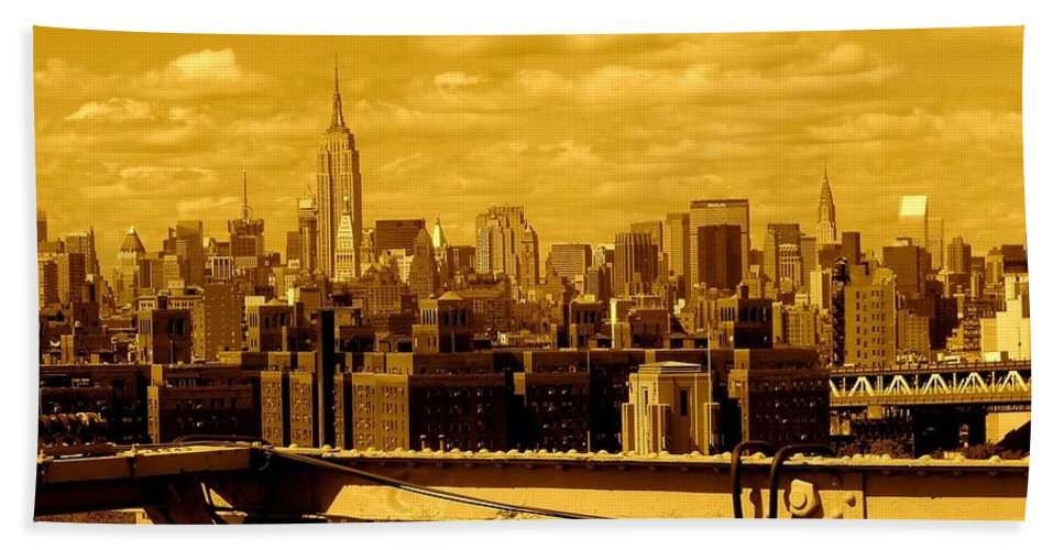 Manhattan Ny Prints Bath Sheet featuring the photograph Manhattan Skyline by Monique Wegmueller