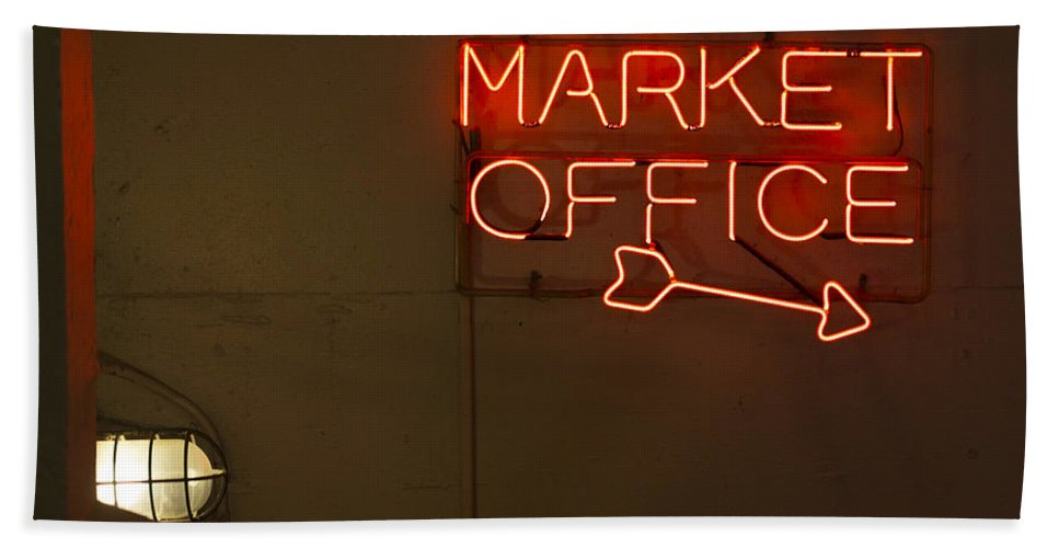 Sign Hand Towel featuring the photograph Market Office To The Right by Scott Campbell
