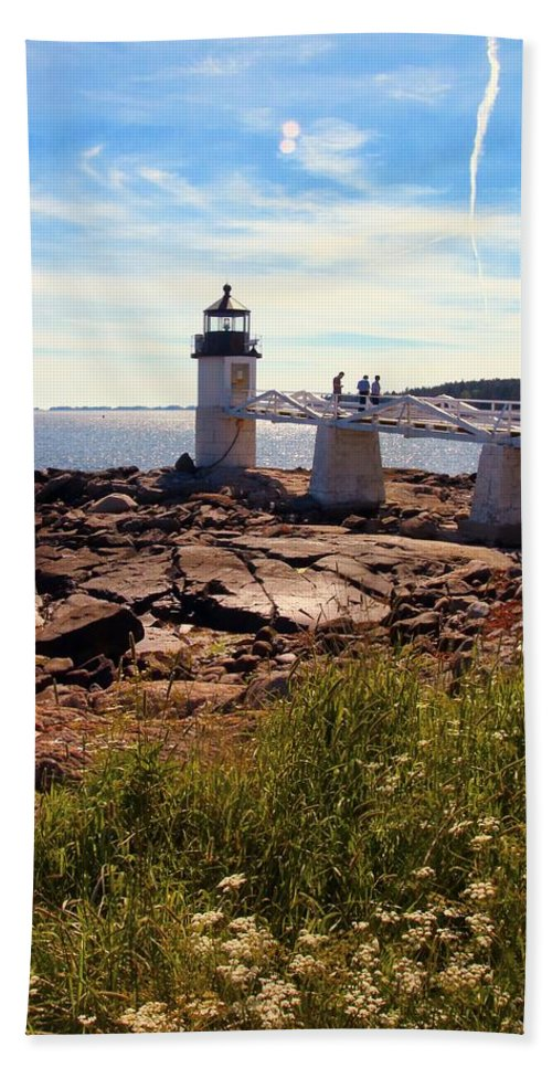 Marshall Point Light Bath Sheet featuring the photograph Marshall Point Light by Robert McCulloch