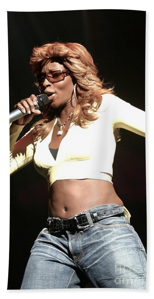 Concert Bath Sheet featuring the photograph Mary J. Blige by Concert Photos