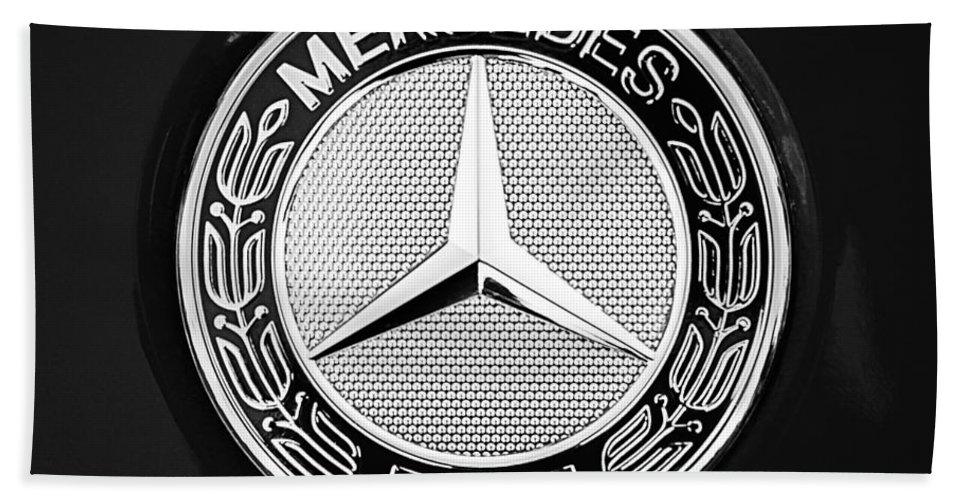 Mercedes-benz 6.3 Gullwing Emblem Bath Towel featuring the photograph Mercedes-benz 6.3 Gullwing Emblem by Jill Reger