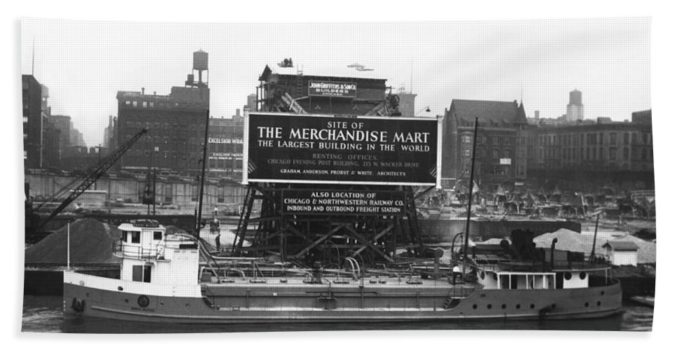 1928 Hand Towel featuring the photograph Merchandise Mart Construction by Underwood Archives