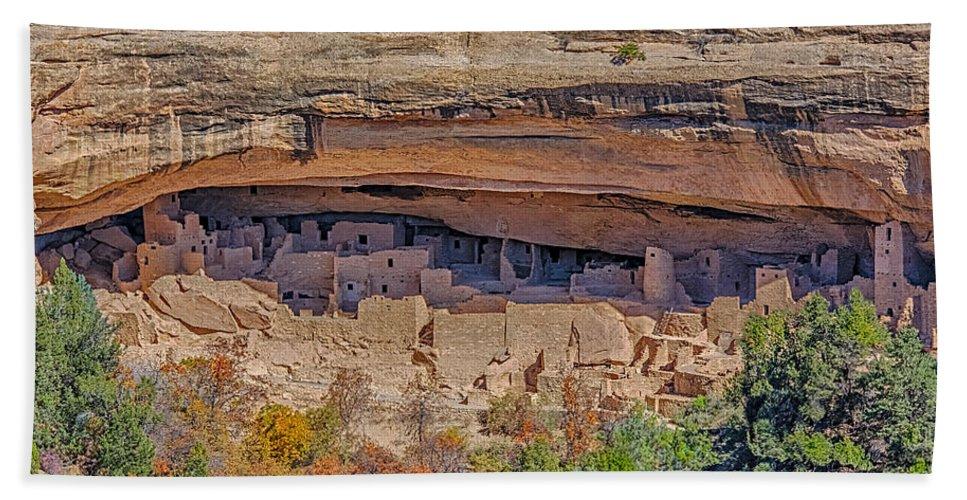 Mesa Verde Cliff Dwelling Bath Sheet featuring the photograph Mesa Verde Cliff Dwelling by Paul Freidlund