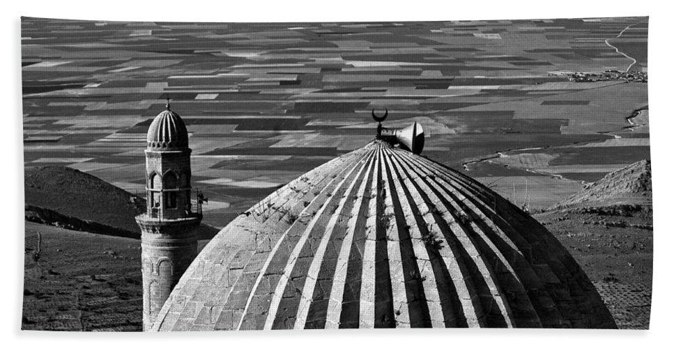 Mesopotamia Hand Towel featuring the photograph Mesopotamia by Ayhan Altun