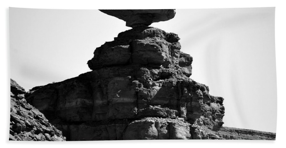 Mexican Hat Rock Utah Bath Sheet featuring the photograph Mexican Hat Rock by David Lee Thompson