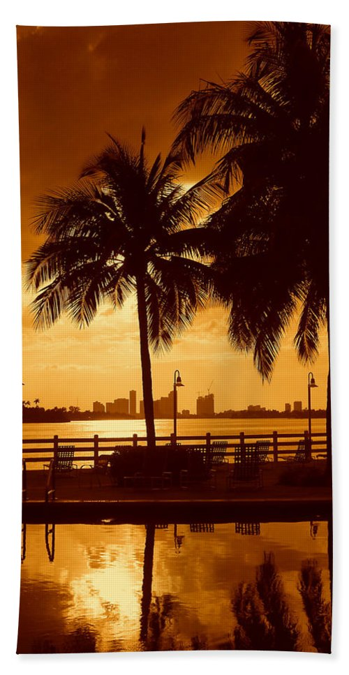 Miami Romance Print Bath Towel featuring the photograph Miami South Beach Romance II by Monique's Fine Art