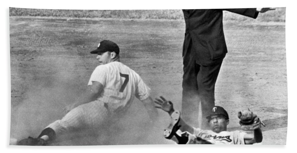 1961 Hand Towel featuring the photograph Mickey Mantle Steals Second by Underwood Archives