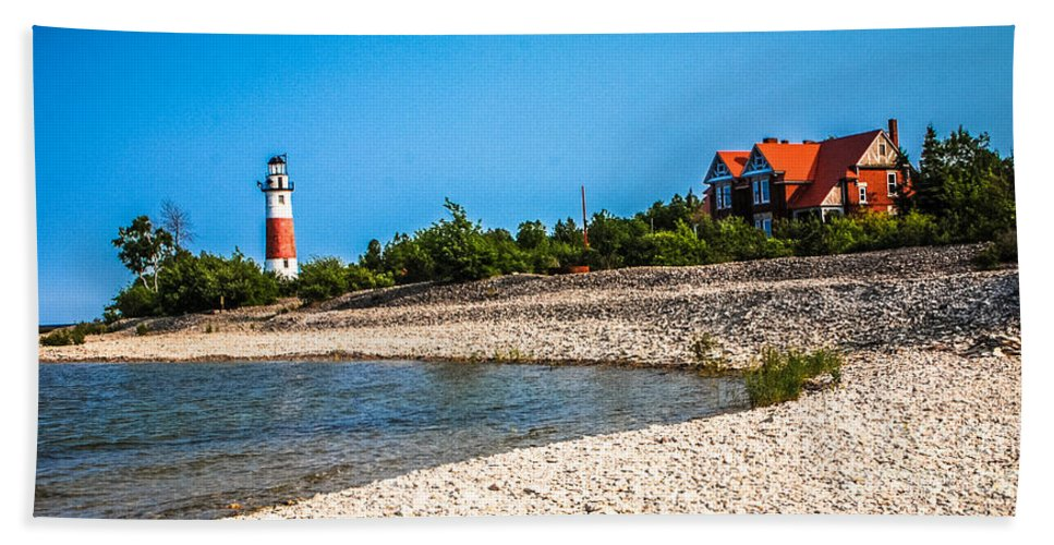 Middle Island Lighthouse Hand Towel featuring the photograph Middle Island Lighthouse by Grace Grogan