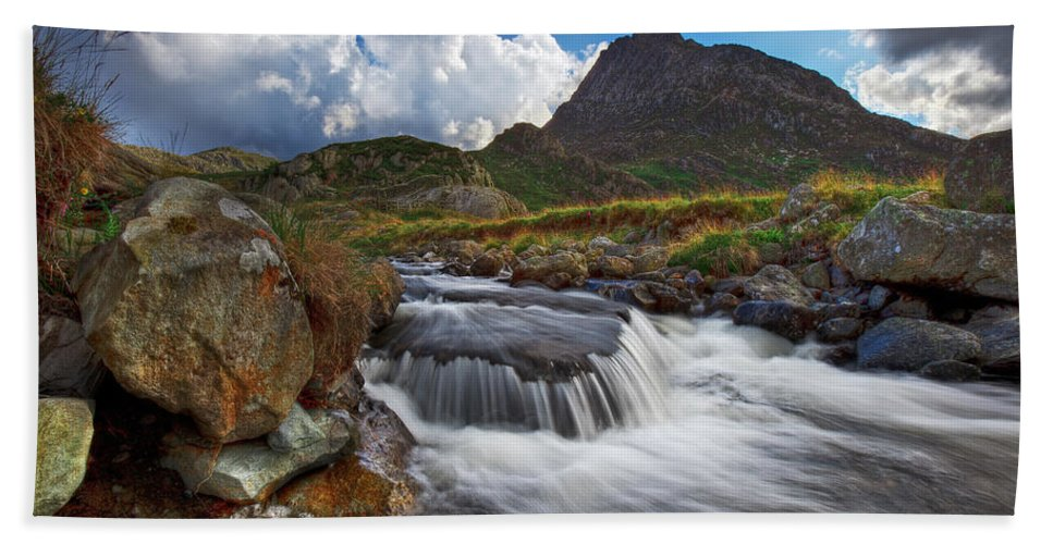 Tryfan Bath Sheet featuring the photograph Mighty Tryfan by Beverly Cash