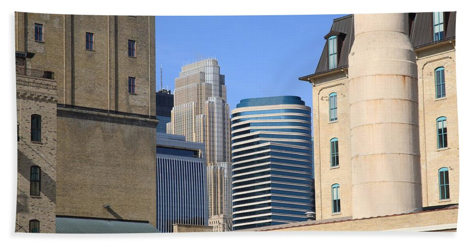 America Hand Towel featuring the photograph Minneapolis by Frank Romeo