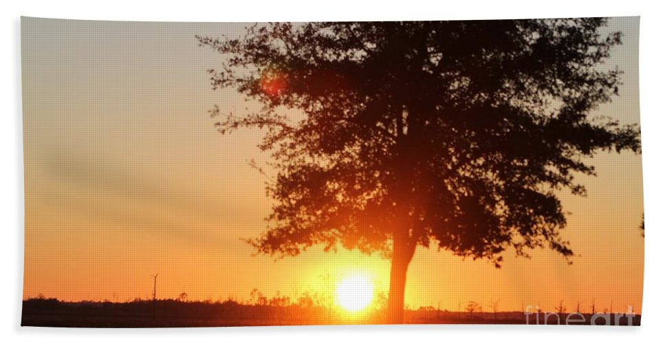 Mississippi Hand Towel featuring the photograph Mississippi Sunset 1 by Michelle Powell
