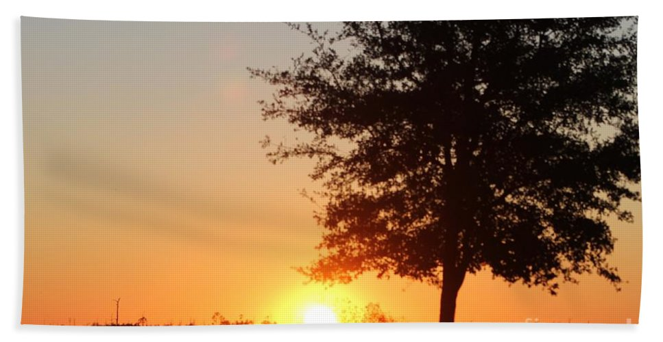 Mississippi Hand Towel featuring the photograph Mississippi Sunset 4 by Michelle Powell