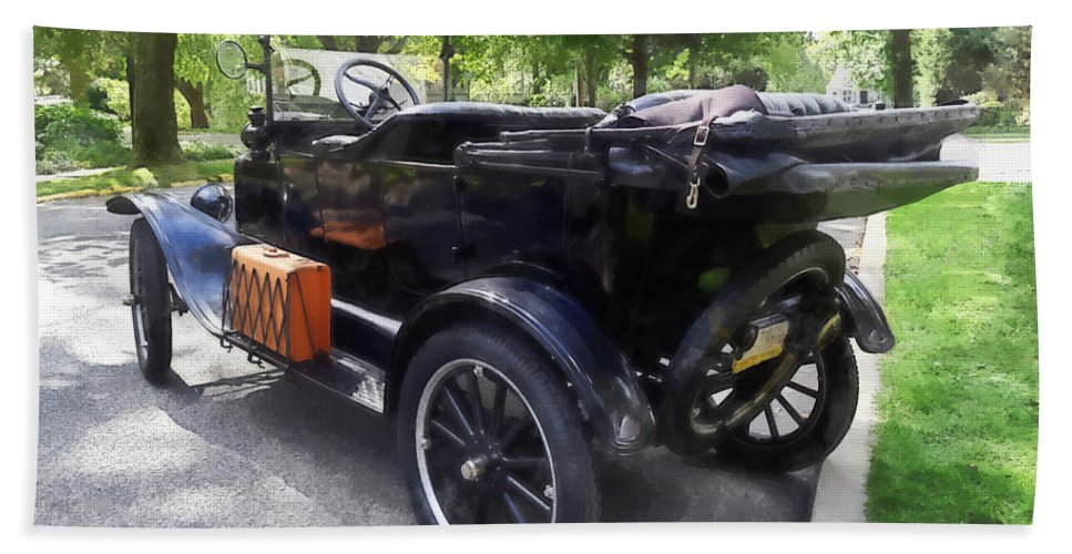 Model T Hand Towel featuring the photograph Model T With Luggage Rack by Susan Savad