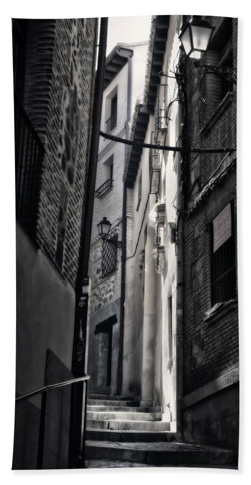 Alley Hand Towel featuring the photograph Monday Monday by Joan Carroll