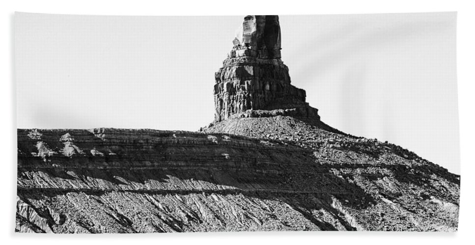 Monument Valley Hand Towel featuring the photograph Monument Valley -utah V11 by Douglas Barnard