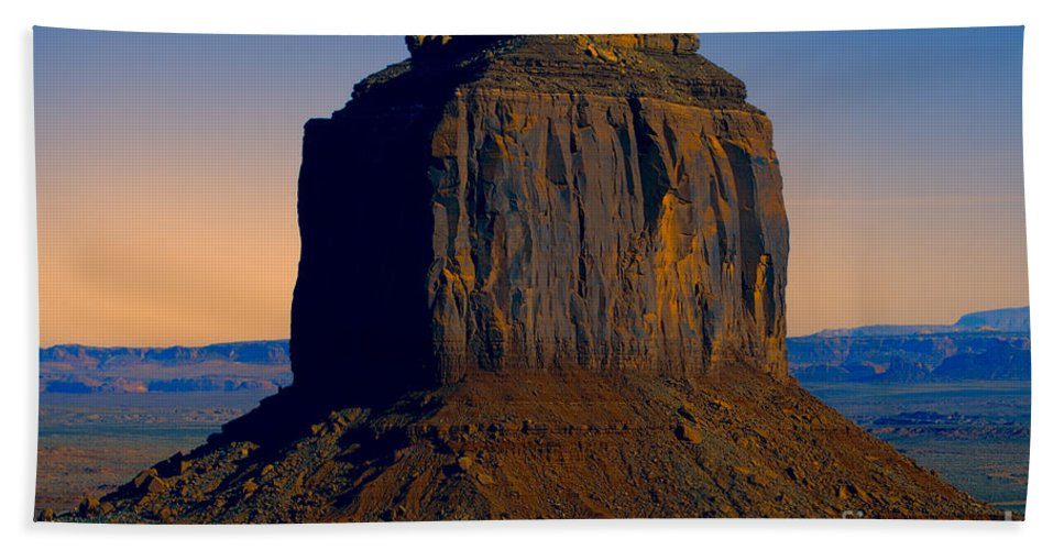 Monument Valley Hand Towel featuring the photograph Monument Valley -utah V14 by Douglas Barnard