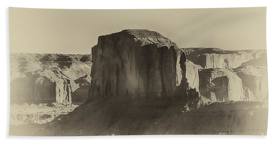 Monument Valley Hand Towel featuring the photograph Monument Valley -utah V16 by Douglas Barnard