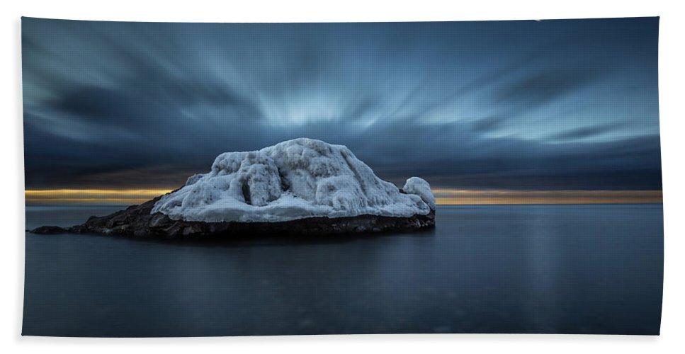 Awakening Bath Sheet featuring the photograph Moonset Before Sunrise The Lutsen Rock by Jakub Sisak