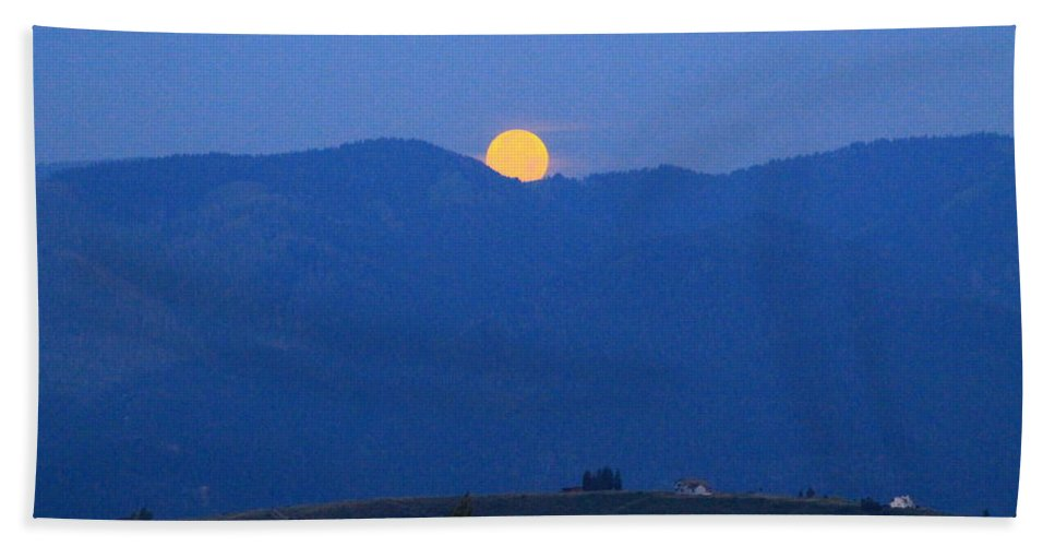 Super Moon Hand Towel featuring the photograph Moonset by Catie Canetti