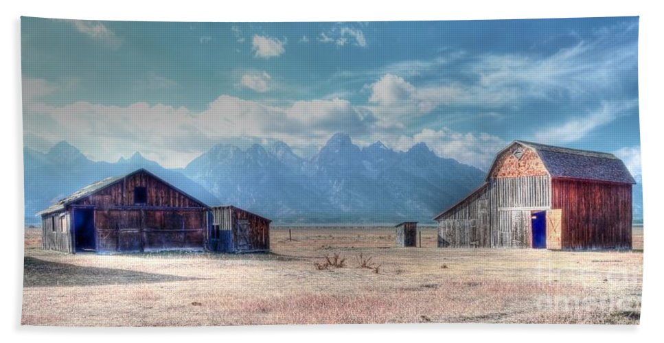 Morman Bath Towel featuring the photograph Morman Row by Kathleen Struckle