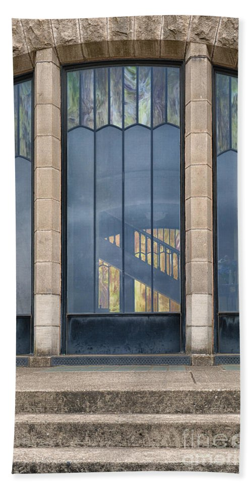 Architecture Bath Sheet featuring the photograph Morning At The Vista House by Sandra Bronstein