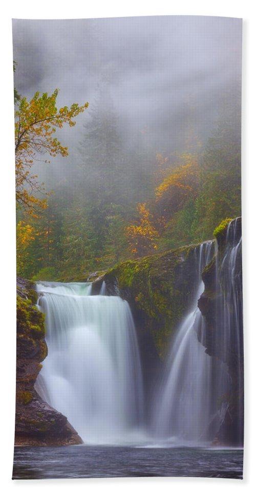 Fog Bath Towel featuring the photograph Morning Fog by Darren White