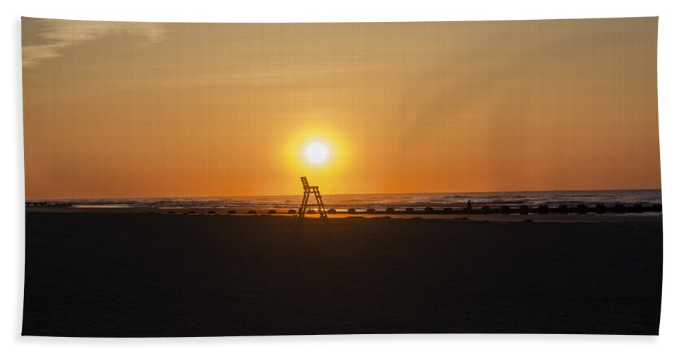Mornings Hand Towel featuring the photograph Mornings In Wildwood Crest by Bill Cannon