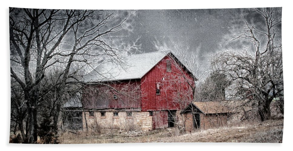 Snow Bath Sheet featuring the photograph Morris County Red Barn In Snow by Sharlotte Hughes