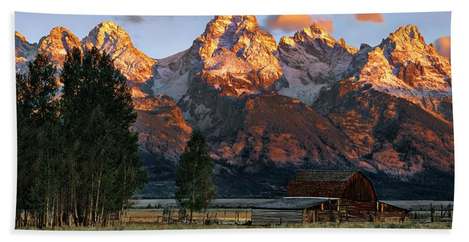 Wyoming Hand Towel featuring the photograph Moulton Barn 2 by Leland D Howard