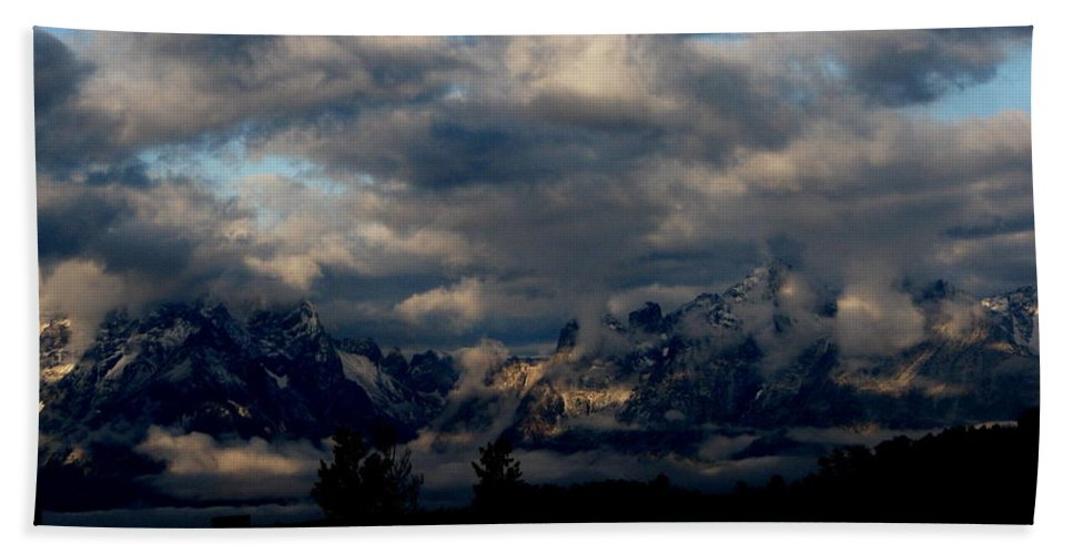 Patzer Hand Towel featuring the photograph Mountain Silhouette by Greg Patzer