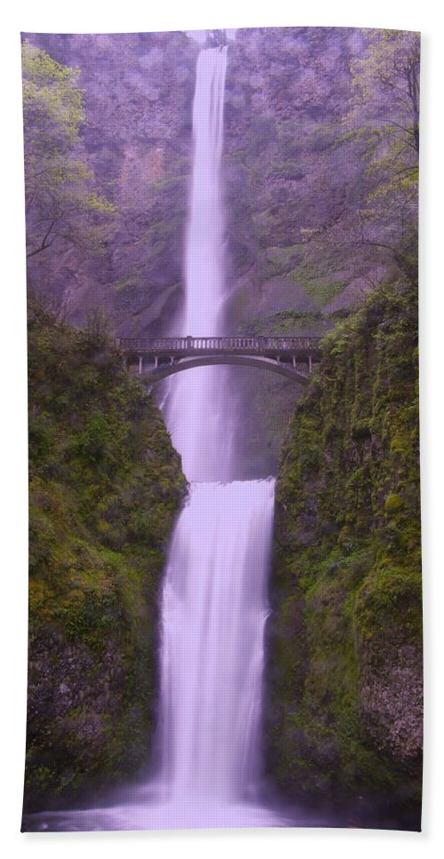 Waterfalls Bath Towel featuring the photograph Multnomah In The Drizzling Rain by Jeff Swan