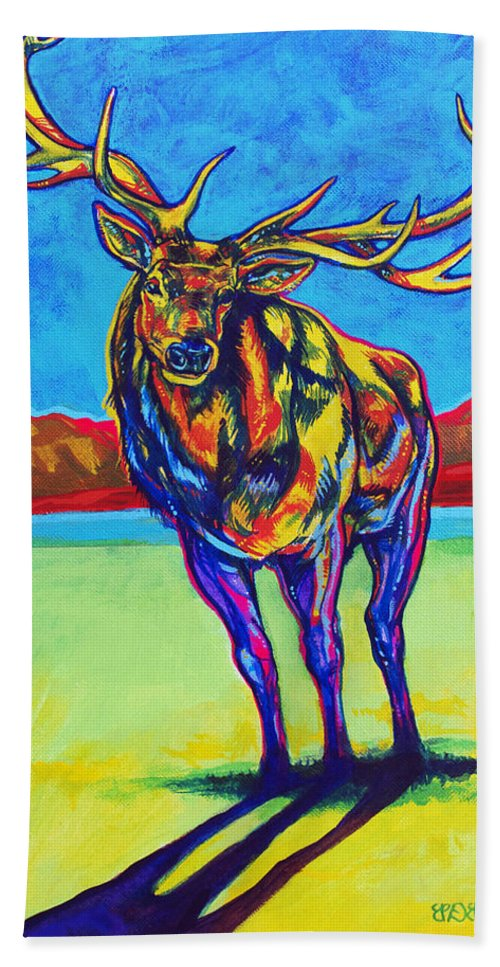 Elk Hand Towel featuring the painting Mythical Elk by Derrick Higgins